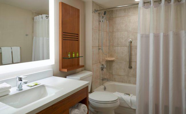 yyzda-bathroom-0016-hor-clsc