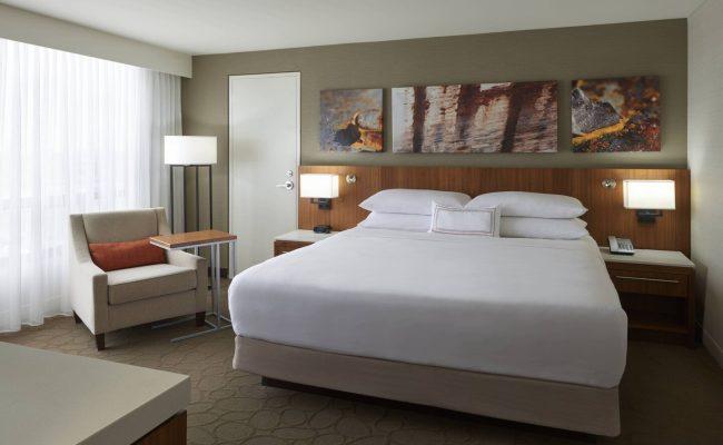 yyzda-guestroom-3828-hor-clsc