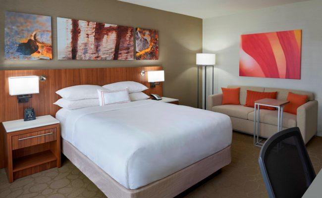 yyzda-guestroom-0007-hor-clsc